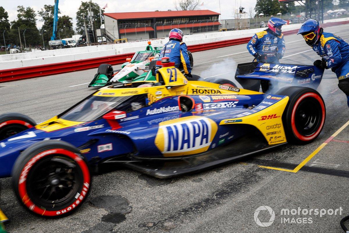 Alexander Rossi, Andretti Autosport Honda, Colton Herta, Andretti Harding Steinbrenner Autosport Honda, pit stop