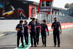 Sergio Perez, Racing Point, Andy Stevenson, Sporting Director, Racing Point, and the Racing Point team walk the track