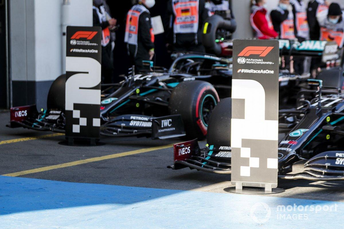L'auto del Pole Sitter Valtteri Bottas, Mercedes F1 W11 eLewis Hamilton, Mercedes F1 W11