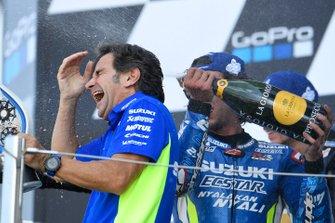 Podium : le vainqueur Alex Rins, Team Suzuki MotoGP, et Davide Brivio, team manager Suzuki MotoGP