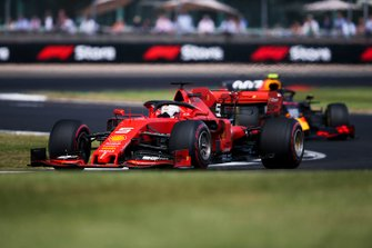 Себастьян Феттель, Ferrari SF90, и Пьер Гасли, Red Bull Racing RB15
