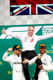 Valtteri Bottas, Mercedes AMG F1 and Rae winner Lewis Hamilton, Mercedes AMG F1 celebrate on the podium