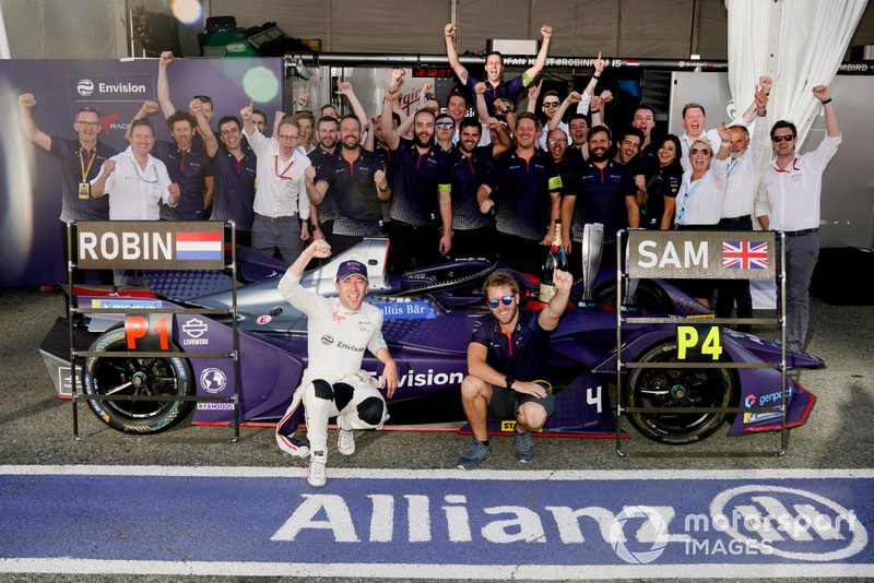 Robin Frijns, Envision Virgin Racing, Sam Bird, Envision Virgin Racing celebrate their race result with the team