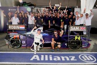 Robin Frijns, Envision Virgin Racing, Sam Bird, Envision Virgin Racing célèbrent leur résultat avec leur équipe