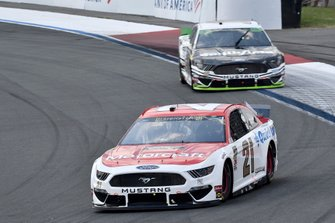 Paul Menard, Wood Brothers Racing, Ford Mustang Motorcraft / Quick Lane Tire & Auto Center and Aric Almirola, Stewart-Haas Racing, Ford Mustang Smithfield