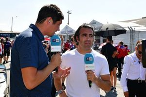 TV Presenter Vernon Kay, TV Pundit Dario Franchitti on the grid