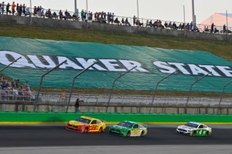 Joey Logano, Team Penske, Ford Mustang Shell Pennzoil, Paul Menard, Wood Brothers Racing, Ford Mustang Menards / Quaker State and Kevin Harvick, Stewart-Haas Racing, Ford Mustang Hunt Brothers Pizza