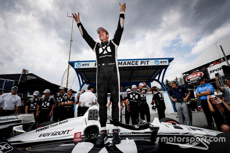 Il vincitore del pole Award Simon Pagenaud, Team Penske Chevrolet