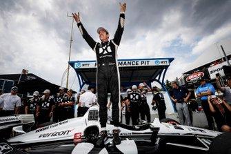 Pole Award winner Simon Pagenaud, Team Penske Chevrolet