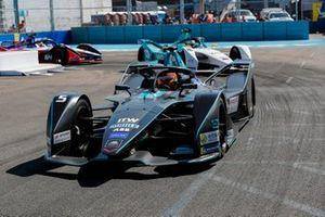 Stoffel Vandoorne, HWA Racelab, VFE-05 leadsOliver Turvey, NIO Formula E, NIO Sport 004, Jérôme d'Ambrosio, Mahindra Racing, M5 Electro
