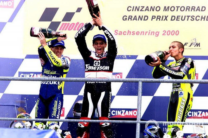 2000: 1. Alex Barros, 2. Valentino Rossi, 3. Kenny Roberts Jr.