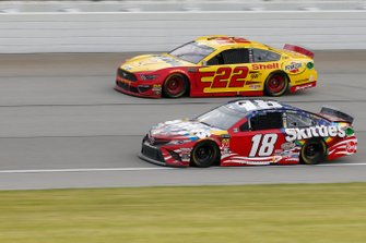 Kyle Busch, Joe Gibbs Racing, Toyota Camry Skittles Red, White & Blue Joey Logano, Team Penske, Ford Mustang Shell Pennzoil