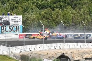 Crash: Ryan Hunter-Reay, Takuma Sato, Alexander Rossi, James Hinchcliffe