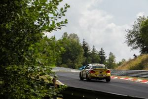 #650 BMW M240i Racing Cup: Yannick Fuebrich, David Griessner