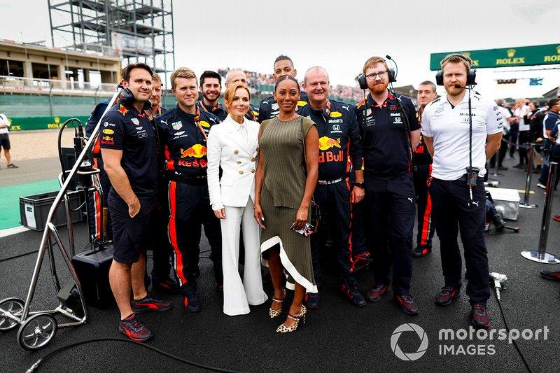 Geri Horner, Melanie Brown e i meccanici della Red Bull