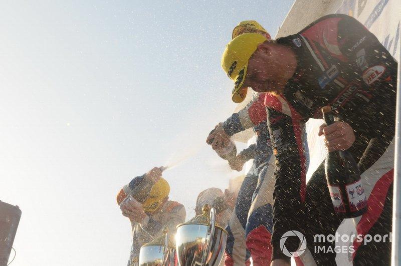 Podium, Rory Butcher, AmD Tuning Honda Civic and Josh Cook, BTC Racing Honda Civic