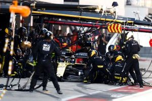 Nico Hulkenberg, Renault F1 Team R.S. 19, makes a pit stop