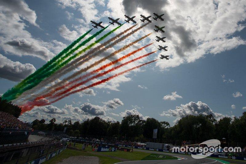 Frecce tricolore mentre volano