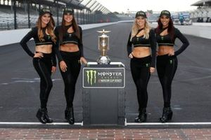 Chicas Monster Victory Lane