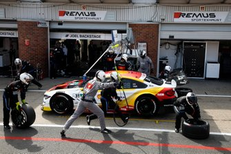 Pit stop, Sheldon van der Linde, BMW Team RBM, BMW M4 DTM