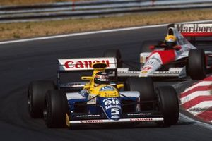 Race winner Thierry Boutsen, Williams leads Ayrton Senna, McLaren