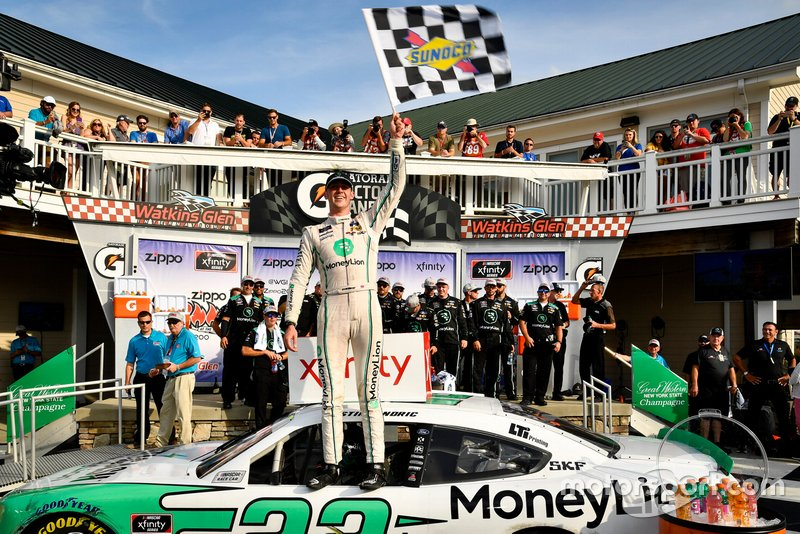 Race Winner Austin Cindric, Team Penske, Ford Mustang MoneyLion