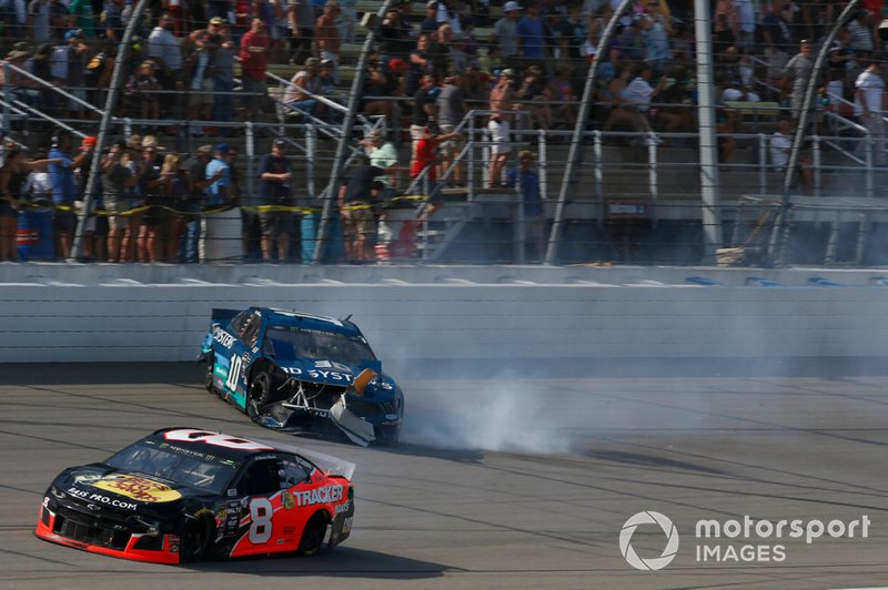 Crash: Aric Almirola, Stewart-Haas Racing, Ford Mustang 3D Systems