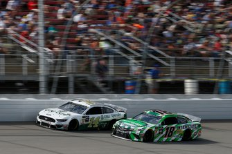 Kyle Busch, Joe Gibbs Racing, Toyota Camry Interstate Batteries Clint Bowyer, Stewart-Haas Racing, Ford Mustang One Cure