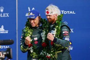 Подиум в LMGTE Pro: победители Марко Сёренсен и Ники Тим, Aston Martin Racing
