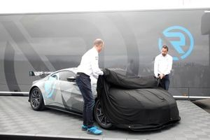 Флориан Камельгер и Андреас Бенцигер, R-Motorsport, Aston Martin Vantage Cup