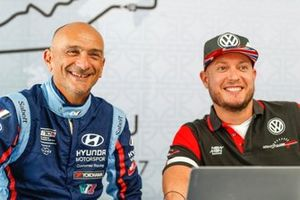 Gabriele Tarquini, BRC Hyundai N Squadra Corse Hyundai i30 N TCR, Rob Huff, SLR VW Motorsport Volkswagen Golf GTI TCR