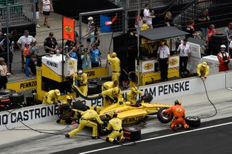 Helio Castroneves, Team Penske Chevrolet pitstop