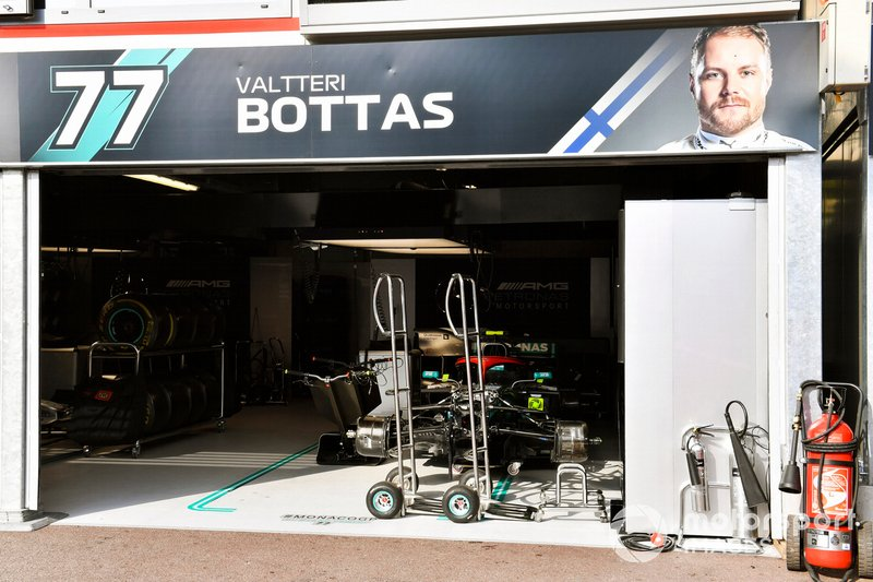 L'auto di Valtteri Bottas, Mercedes AMG W10, in garage