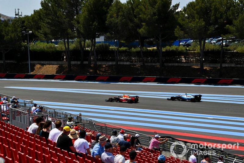 Pierre Gasly, Red Bull Racing RB15, y Robert Kubica, Williams FW42