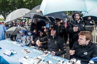 Felipe Massa, Venturi Formula E, Jean-Eric Vergne, DS TECHEETAH, Andre Lotterer, DS TECHEETAH, Oliver Turvey, NIO Formula E Team, signs autographs
