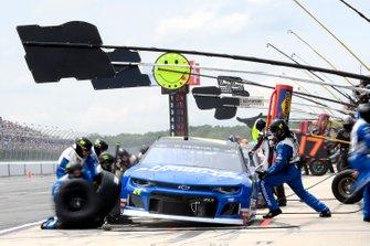 William Byron, Hendrick Motorsports, Chevrolet Camaro Hendrick Autoguard, pit stop