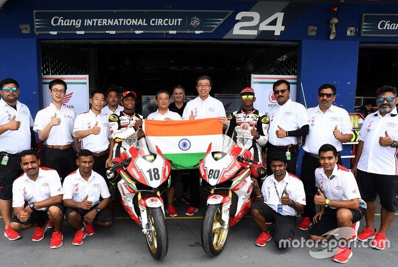 Rajiv Sethu and Senthil Kumar with Honda Racing India team