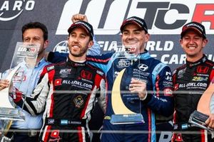 Podium: Race winner Norbert Michelisz, BRC Hyundai N Squadra Corse Hyundai i30 N TCR, second place Esteban Guerrieri, ALL-INKL.COM Münnich Motorsport Honda Civic Type R TCR, third place Néstor Girolami, ALL-INKL.COM Münnich Motorsport Honda Civic Type R TCR