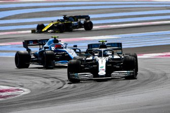 Valtteri Bottas, Mercedes AMG W10, leads Robert Kubica, Williams FW42, and Daniel Ricciardo, Renault F1 Team R.S.19