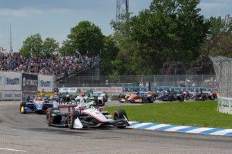 Start zu Rennen 2 beim Chevrolet Detroit Grand Prix: Josef Newgarden, Team Penske Chevrolet, führt