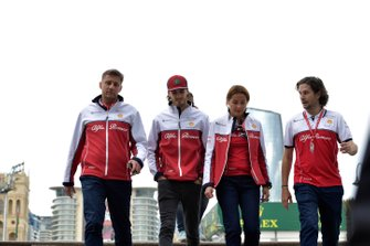 Antonio Giovinazzi, Alfa Romeo Racing walks the track with his engineers
