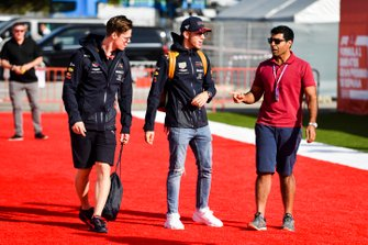 Pierre Gasly, Red Bull Racing and Karun Chandhok, Sky TV