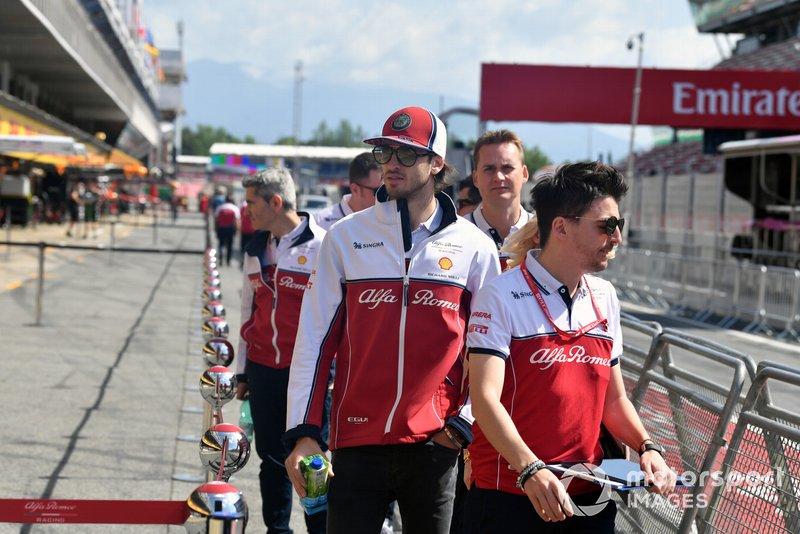 Antonio Giovinazzi, Alfa Romeo Racing dans la voie des stands