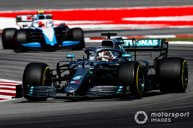 Lewis Hamilton, Mercedes AMG F1 W10, leads Robert Kubica, Williams FW42