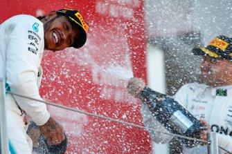 Победитель Льюис Хэмилтон, второе место – Валттери Боттас, Mercedes AMG F1