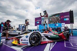 Lucas Di Grassi, Audi Sport ABT Schaeffler, 1st position, celebrates victory, is congratulated by Sébastien Buemi, Nissan e.Dams