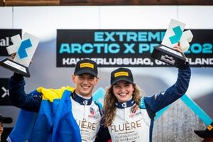 Race winners Catie Munnings, Timmy Hansen, Andretti United Extreme E with trophy