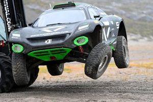 Emma Gilmour, Stephane Sarrazin, Veloce Racing damaged car