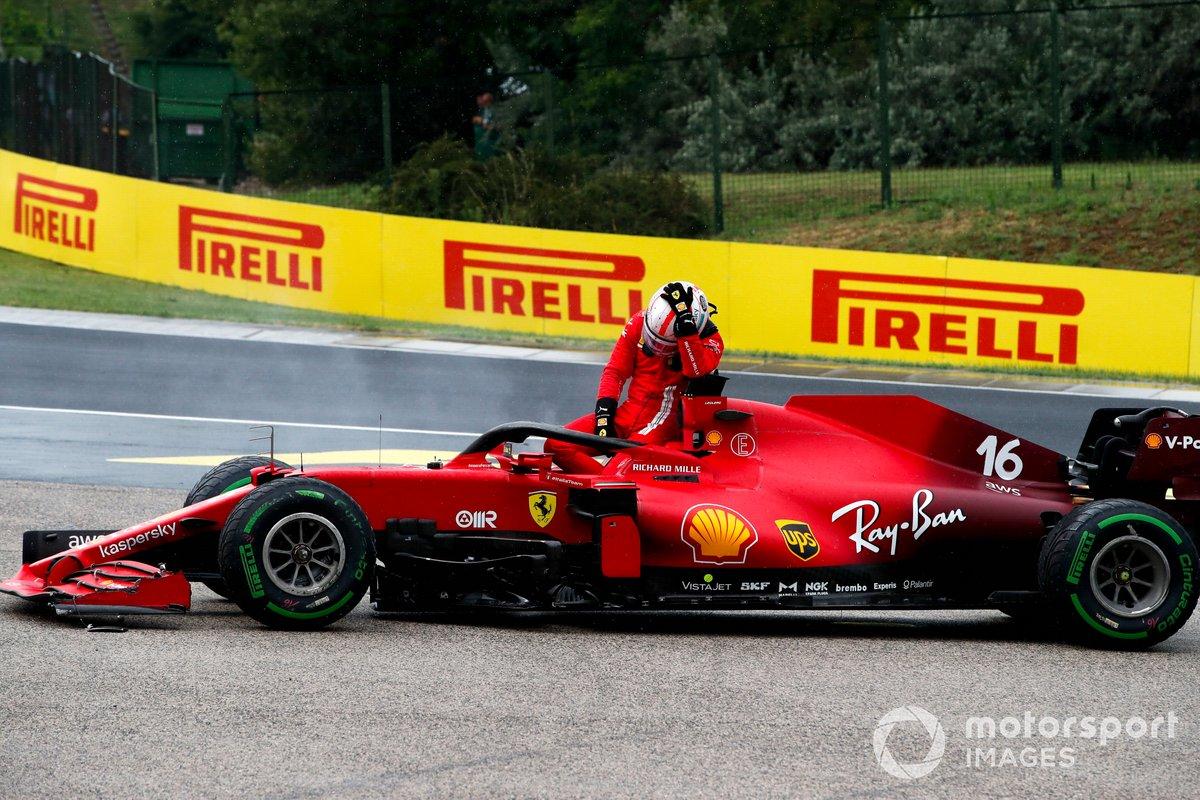 Charles Leclerc, Ferrari SF21 se retira de la carrera
