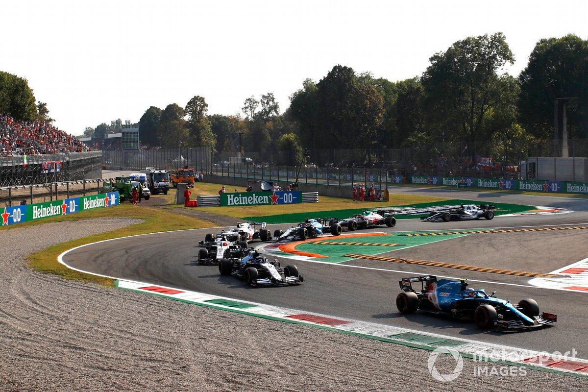 Esteban Ocon, Alpine A521, Nicholas Latifi, Williams FW43B, Nikita Mazepin, Haas VF-21
